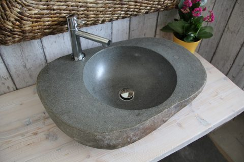 Washbasin with hole for mixer
